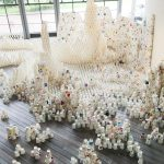 GM屋嘉部正人が立川市昭和記念公園・花みどり文化センターで「紙コップのインスタレーション」を展示